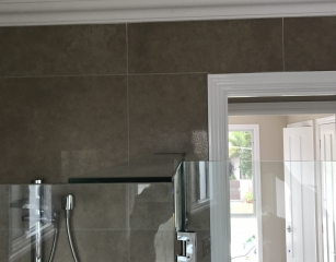 Glass Brace fitted to all Frameless Screens with pivot doors