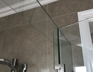 Glass Brace fitted to all Frameless Screens with a pivot door